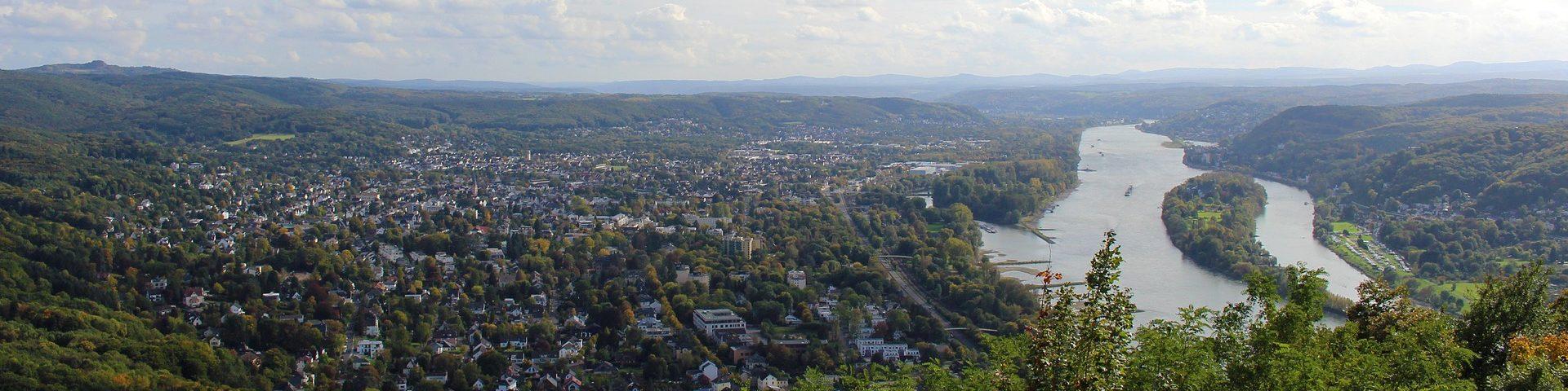 Bonn-wird-durch-den-Rhein-geteilt