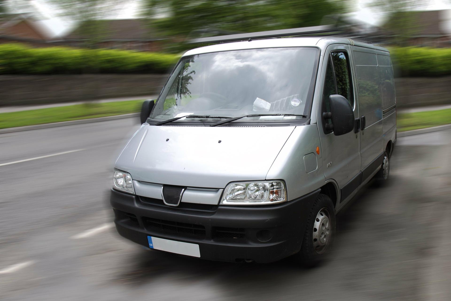 Transporter kann man günstig für den Umzug buchen