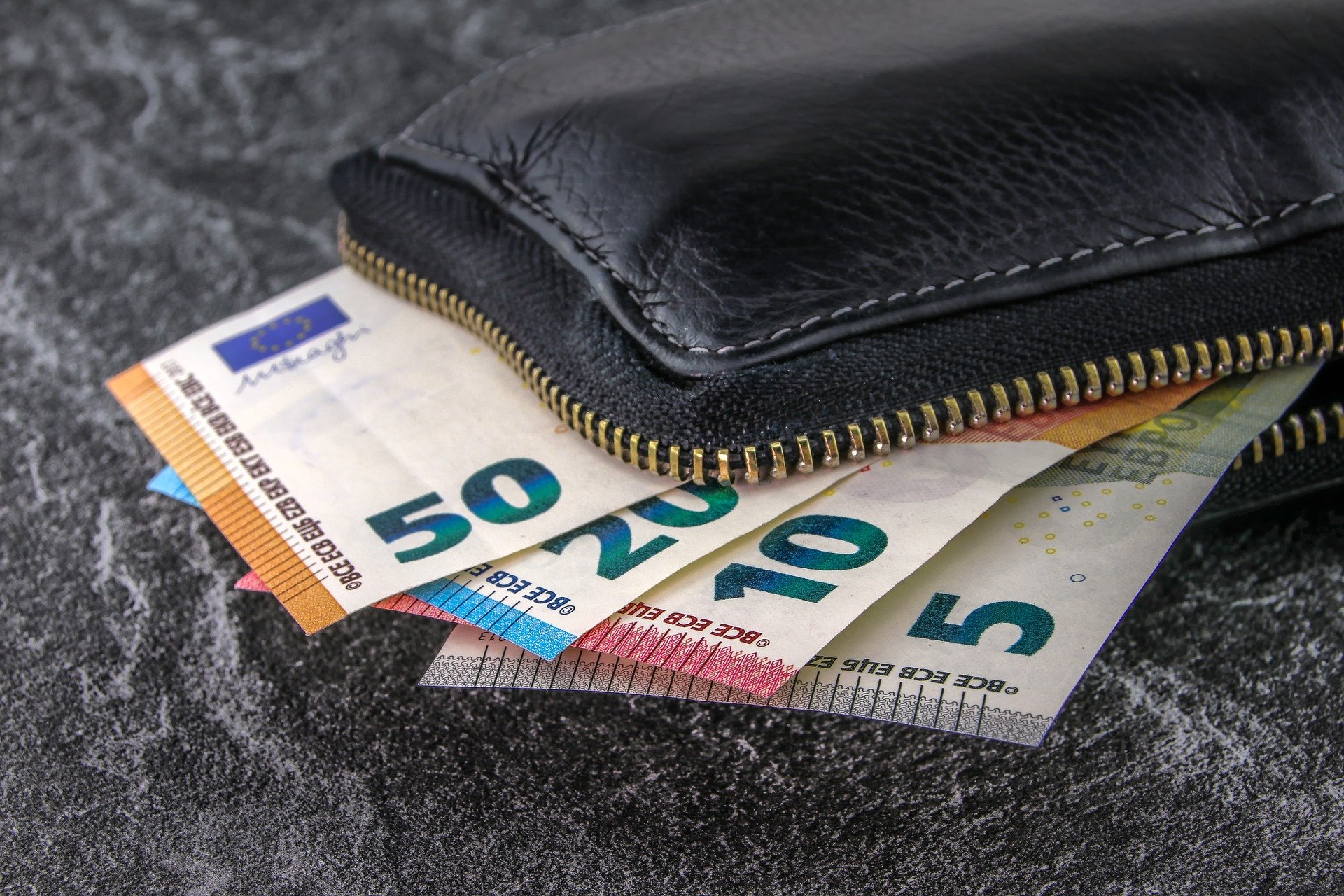 ALG 2 Empfänger können bei einem unabweisbaren Bedarf ein zinsloses Darlehen vom Jobcenter bekommen